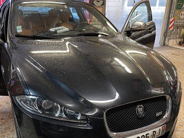 apple CarPlay Jaguar XF
